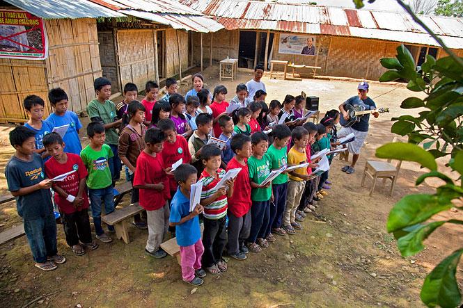 Вот так поют песню о кобчиках. Фото — www.conservationindia.org
